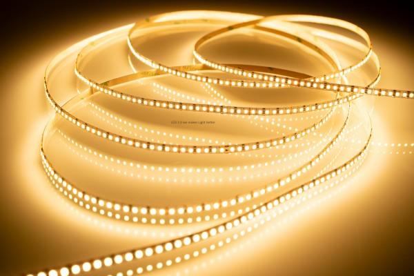 LED Streifen warmweiß 3000K 9,6W 605lm/m